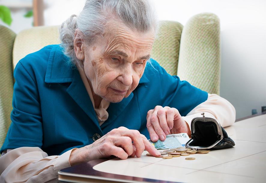 Минфин предлагает сэкономить на пенсиях работающих пенсионеров