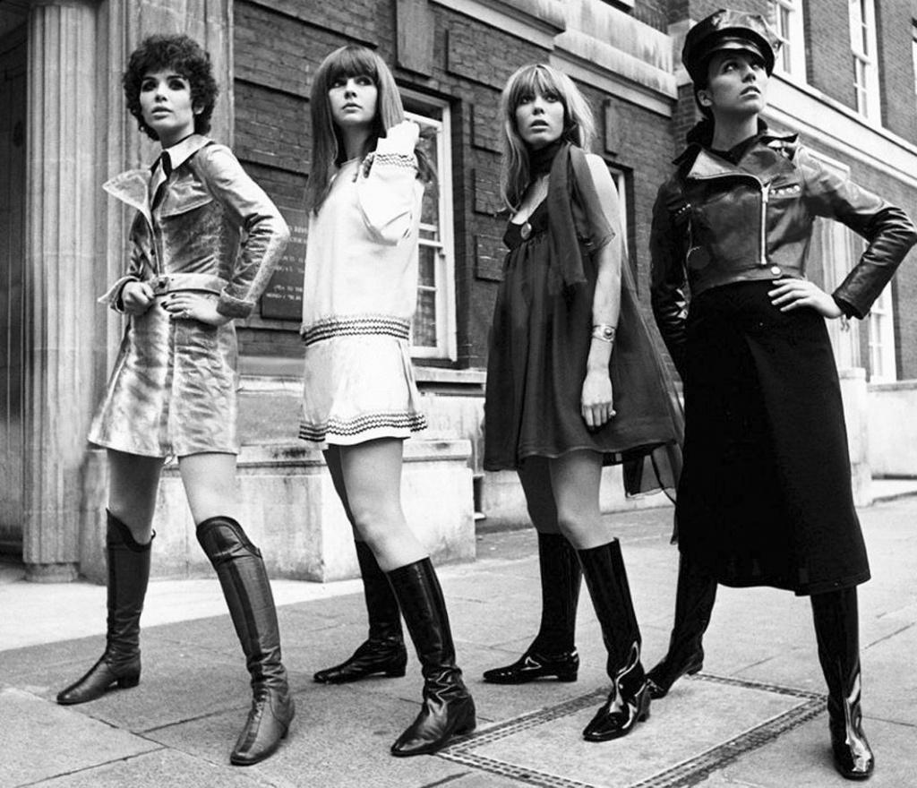 Фото женщин в чулках 70 х 17 фотография